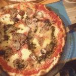 ピザも大好きなフランス人のピザの食べ方